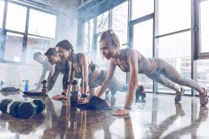 упражнения с гантелями и фитболом